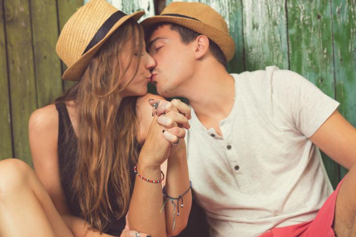 Internet dating eerste kus Blind Dating games online
